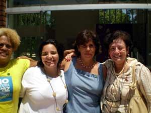 Da esquerda para direita: Monica Suzana (Coordenadora das Mulheres da Paz da Comunidade de Manguinhos), Drica Madeira, Cecília Soares (Superintendente dos Direitos da Mulher do Governo do RJ) e a Ministra Nilcéia Freire (Secretaria Especial de Políticas para as Mulheres do Governo Federal)